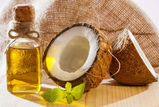 Haarkur aus Kokosnussöl und Olivenöl