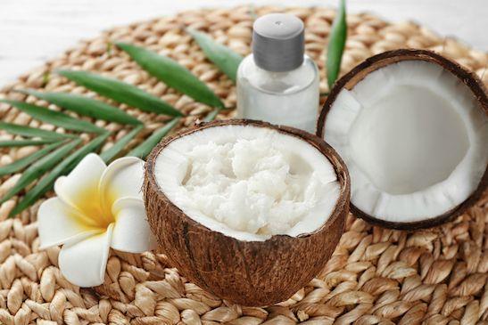 Haarkur aus Kokosöl und Ei